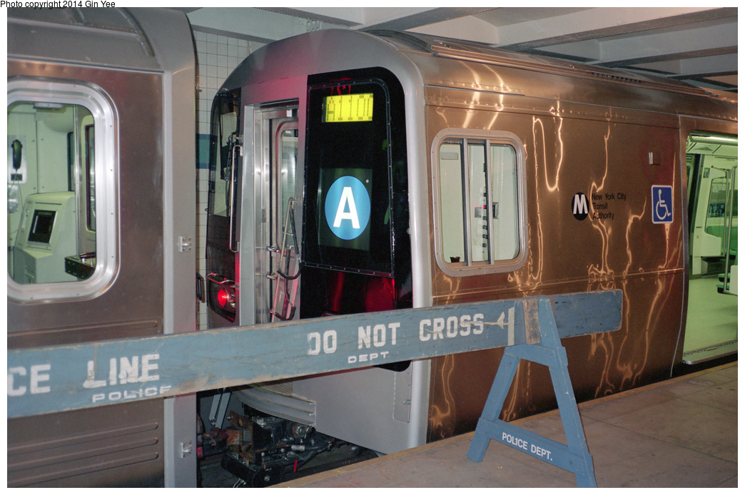 (355k, 1044x694)<br><b>Country:</b> United States<br><b>City:</b> New York<br><b>System:</b> New York City Transit<br><b>Location:</b> New York Transit Museum<br><b>Car:</b> R-110B (Bombardier, 1992) 3006 <br><b>Photo by:</b> Gin Yee<br><b>Date:</b> 11/1992<br><b>Viewed (this week/total):</b> 6 / 1834