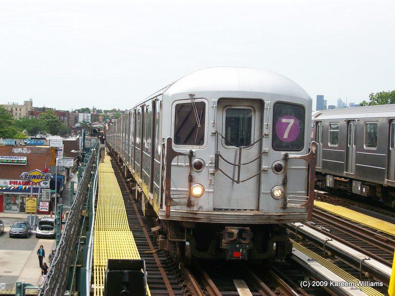 (109k, 800x600)<br><b>Country:</b> United States<br><b>City:</b> New York<br><b>System:</b> New York City Transit<br><b>Line:</b> IRT Flushing Line<br><b>Location:</b> 74th Street/Broadway <br><b>Route:</b> 7<br><b>Car:</b> R-62A (Bombardier, 1984-1987)   <br><b>Photo by:</b> Kareem Williams<br><b>Date:</b> 6/17/2009<br><b>Viewed (this week/total):</b> 3 / 849