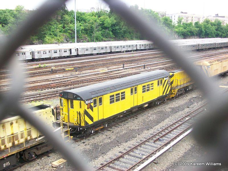 (132k, 800x600)<br><b>Country:</b> United States<br><b>City:</b> New York<br><b>System:</b> New York City Transit<br><b>Location:</b> Concourse Yard<br><b>Car:</b> R-161 Rider Car (ex-R-33)  RD432 <br><b>Photo by:</b> Kareem Williams<br><b>Date:</b> 6/3/2009<br><b>Viewed (this week/total):</b> 2 / 671