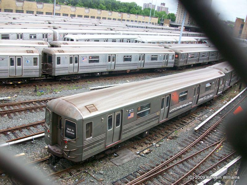 (136k, 800x600)<br><b>Country:</b> United States<br><b>City:</b> New York<br><b>System:</b> New York City Transit<br><b>Location:</b> Concourse Yard<br><b>Car:</b> R-68 (Westinghouse-Amrail, 1986-1988)  2572 <br><b>Photo by:</b> Kareem Williams<br><b>Date:</b> 6/3/2009<br><b>Viewed (this week/total):</b> 0 / 733