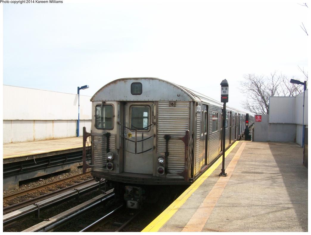 (260k, 1044x788)<br><b>Country:</b> United States<br><b>City:</b> New York<br><b>System:</b> New York City Transit<br><b>Line:</b> IND Rockaway<br><b>Location:</b> Broad Channel <br><b>Route:</b> A<br><b>Car:</b> R-32 (Budd, 1964)  3728 <br><b>Photo by:</b> Kareem Williams<br><b>Date:</b> 4/13/2009<br><b>Viewed (this week/total):</b> 0 / 721