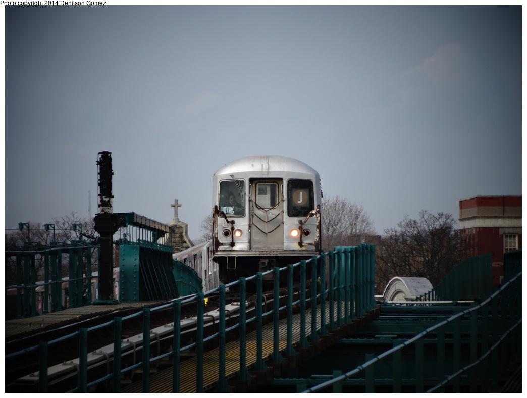 (245k, 1044x788)<br><b>Country:</b> United States<br><b>City:</b> New York<br><b>System:</b> New York City Transit<br><b>Line:</b> BMT Nassau Street/Jamaica Line<br><b>Location:</b> 121st Street <br><b>Route:</b> J<br><b>Car:</b> R-42 (St. Louis, 1969-1970)   <br><b>Photo by:</b> Denilson Gomez<br><b>Date:</b> 4/14/2014<br><b>Viewed (this week/total):</b> 1 / 1207