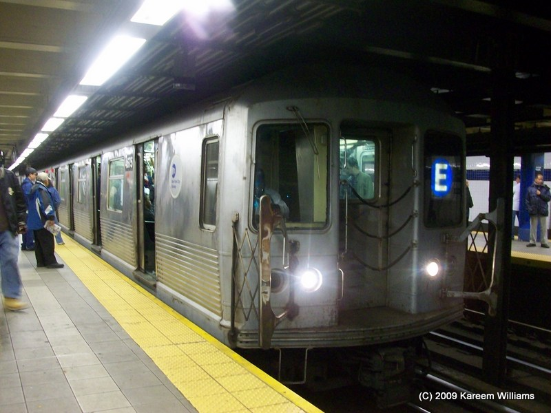 (114k, 800x600)<br><b>Country:</b> United States<br><b>City:</b> New York<br><b>System:</b> New York City Transit<br><b>Line:</b> IND Queens Boulevard Line<br><b>Location:</b> Roosevelt Avenue <br><b>Route:</b> E<br><b>Car:</b> R-42 (St. Louis, 1969-1970)  4675 <br><b>Photo by:</b> Kareem Williams<br><b>Date:</b> 5/6/2009<br><b>Viewed (this week/total):</b> 3 / 1078