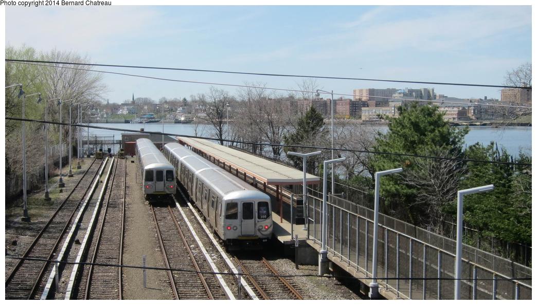 (296k, 1044x594)<br><b>Country:</b> United States<br><b>City:</b> New York<br><b>System:</b> New York City Transit<br><b>Line:</b> SIRT<br><b>Location:</b> Tottenville <br><b>Car:</b> R-44 SIRT (St. Louis, 1971-1973) 422/398 <br><b>Photo by:</b> Bernard Chatreau<br><b>Date:</b> 4/14/2011<br><b>Viewed (this week/total):</b> 0 / 1215