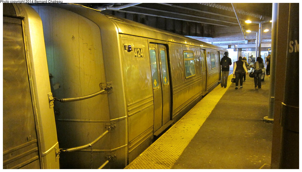 (284k, 1044x595)<br><b>Country:</b> United States<br><b>City:</b> New York<br><b>System:</b> New York City Transit<br><b>Line:</b> SIRT<br><b>Location:</b> St. George <br><b>Car:</b> R-44 SIRT (St. Louis, 1971-1973) 424 <br><b>Photo by:</b> Bernard Chatreau<br><b>Date:</b> 4/14/2011<br><b>Viewed (this week/total):</b> 1 / 925