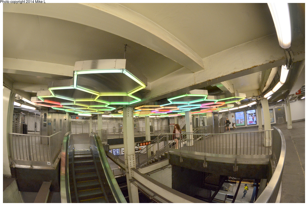 (330k, 1044x698)<br><b>Country:</b> United States<br><b>City:</b> New York<br><b>System:</b> New York City Transit<br><b>Line:</b> IRT East Side Line<br><b>Location:</b> Bleecker Street <br><b>Photo by:</b> Mike L.<br><b>Date:</b> 5/25/2014<br><b>Notes:</b> Transfer mezzanine<br><b>Viewed (this week/total):</b> 3 / 1170