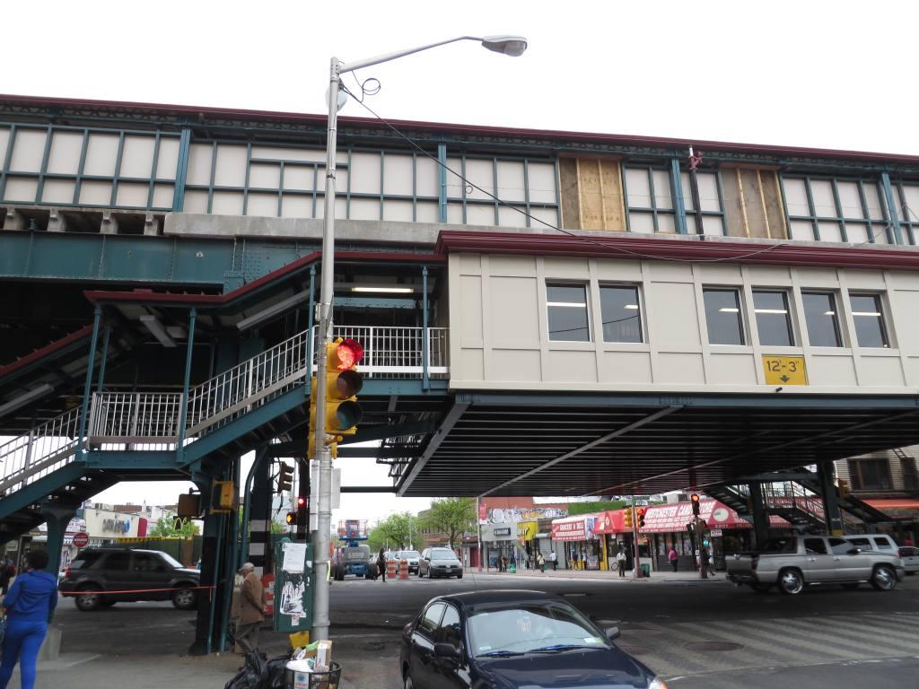 (127k, 1024x768)<br><b>Country:</b> United States<br><b>City:</b> New York<br><b>System:</b> New York City Transit<br><b>Line:</b> IRT Pelham Line<br><b>Location:</b> Castle Hill Avenue <br><b>Photo by:</b> Robbie Rosenfeld<br><b>Date:</b> 5/14/2014<br><b>Viewed (this week/total):</b> 1 / 1083