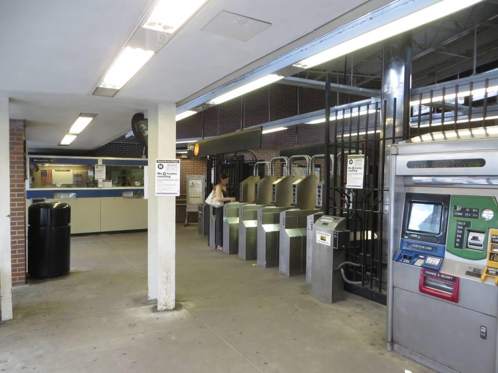 (104k, 1024x768)<br><b>Country:</b> United States<br><b>City:</b> New York<br><b>System:</b> New York City Transit<br><b>Line:</b> BMT Myrtle Avenue Line<br><b>Location:</b> Metropolitan Avenue <br><b>Photo by:</b> Robbie Rosenfeld<br><b>Date:</b> 5/12/2014<br><b>Viewed (this week/total):</b> 2 / 1428