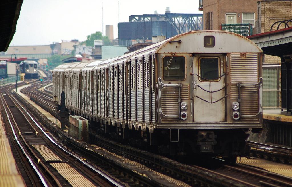 (348k, 1024x657)<br><b>Country:</b> United States<br><b>City:</b> New York<br><b>System:</b> New York City Transit<br><b>Line:</b> BMT Nassau Street/Jamaica Line<br><b>Location:</b> Lorimer Street <br><b>Route:</b> J<br><b>Car:</b> R-32 (Budd, 1964)  3424 <br><b>Photo by:</b> John Dooley<br><b>Date:</b> 6/9/2014<br><b>Viewed (this week/total):</b> 0 / 861