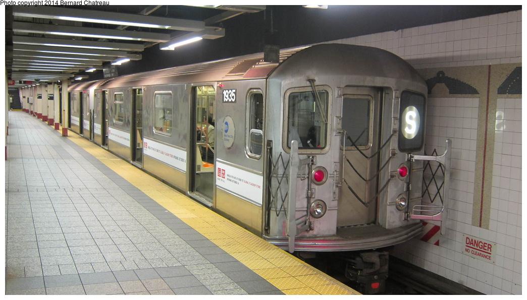 (262k, 1044x595)<br><b>Country:</b> United States<br><b>City:</b> New York<br><b>System:</b> New York City Transit<br><b>Line:</b> IRT Times Square-Grand Central Shuttle<br><b>Location:</b> Grand Central <br><b>Route:</b> S<br><b>Car:</b> R-62A (Bombardier, 1984-1987)  1935 <br><b>Photo by:</b> Bernard Chatreau<br><b>Date:</b> 10/10/2011<br><b>Viewed (this week/total):</b> 0 / 573