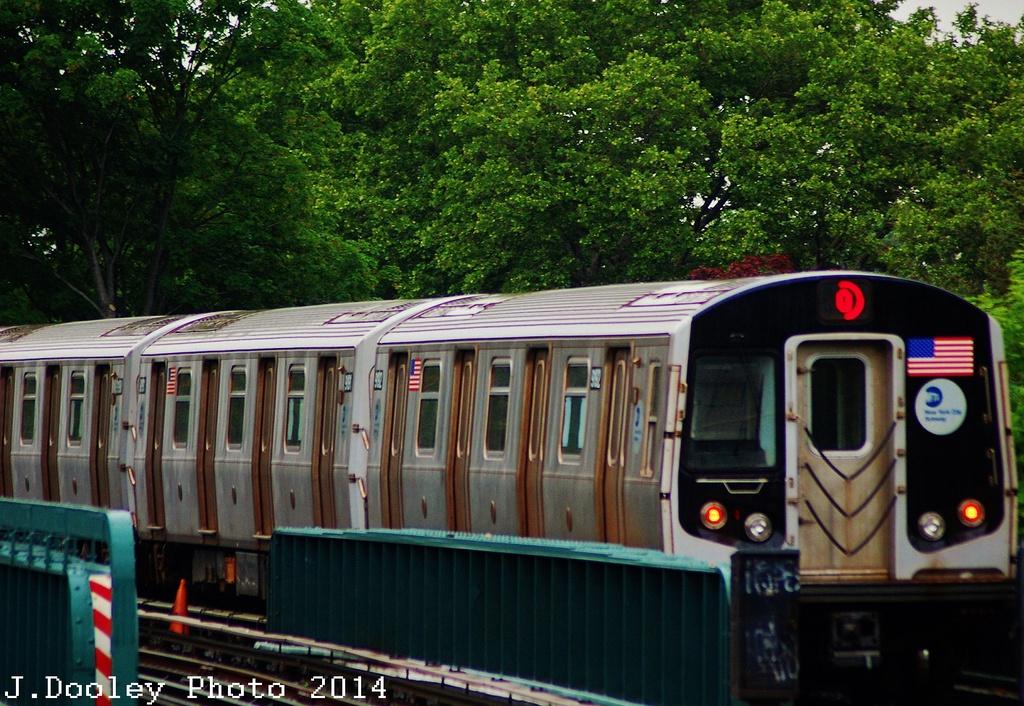 (404k, 1024x706)<br><b>Country:</b> United States<br><b>City:</b> New York<br><b>System:</b> New York City Transit<br><b>Line:</b> BMT Brighton Line<br><b>Location:</b> Sheepshead Bay <br><b>Route:</b> Q<br><b>Car:</b> R-160B (Option 1) (Kawasaki, 2008-2009)  9192 <br><b>Photo by:</b> John Dooley<br><b>Date:</b> 6/19/2014<br><b>Viewed (this week/total):</b> 0 / 890