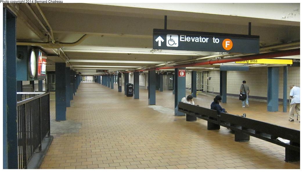 (238k, 1044x595)<br><b>Country:</b> United States<br><b>City:</b> New York<br><b>System:</b> New York City Transit<br><b>Line:</b> IND Queens Boulevard Line<br><b>Location:</b> 179th Street <br><b>Photo by:</b> Bernard Chatreau<br><b>Date:</b> 9/28/2011<br><b>Viewed (this week/total):</b> 0 / 1064