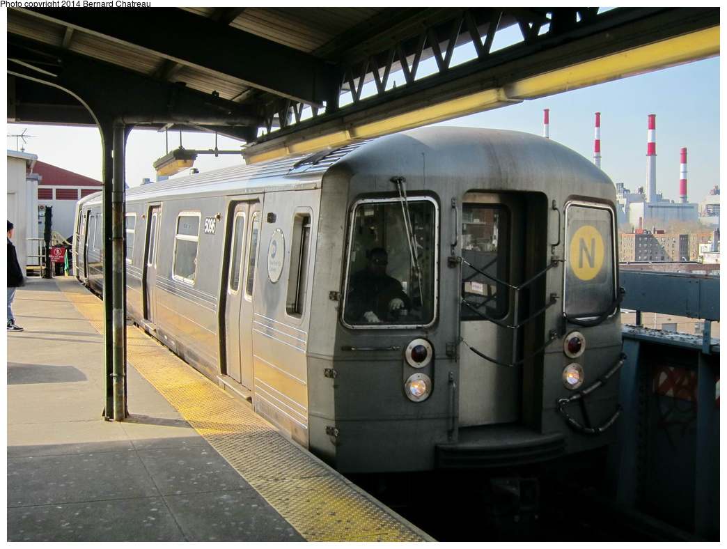 (298k, 1044x788)<br><b>Country:</b> United States<br><b>City:</b> New York<br><b>System:</b> New York City Transit<br><b>Line:</b> BMT Astoria Line<br><b>Location:</b> Queensborough Plaza <br><b>Route:</b> N<br><b>Car:</b> R-68A (Kawasaki, 1988-1989)  5096 <br><b>Photo by:</b> Bernard Chatreau<br><b>Date:</b> 4/9/2011<br><b>Viewed (this week/total):</b> 0 / 911
