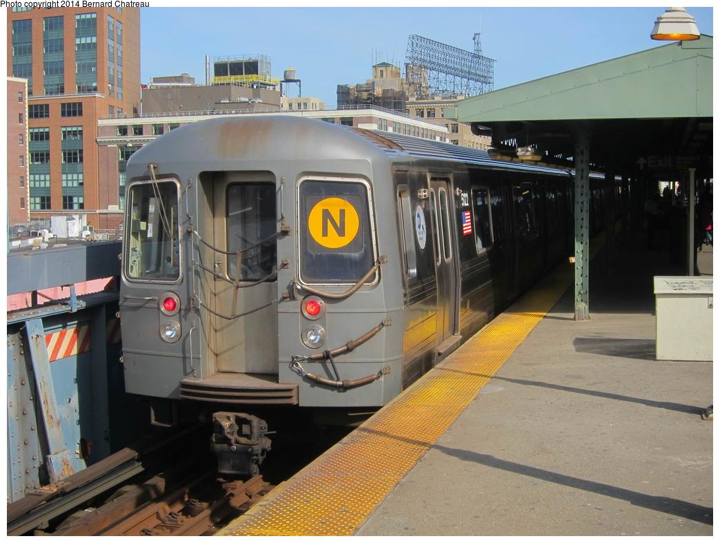 (324k, 1044x788)<br><b>Country:</b> United States<br><b>City:</b> New York<br><b>System:</b> New York City Transit<br><b>Line:</b> BMT Astoria Line<br><b>Location:</b> Queensborough Plaza <br><b>Route:</b> N<br><b>Car:</b> R-68A (Kawasaki, 1988-1989)  5122 <br><b>Photo by:</b> Bernard Chatreau<br><b>Date:</b> 4/9/2011<br><b>Viewed (this week/total):</b> 4 / 1084