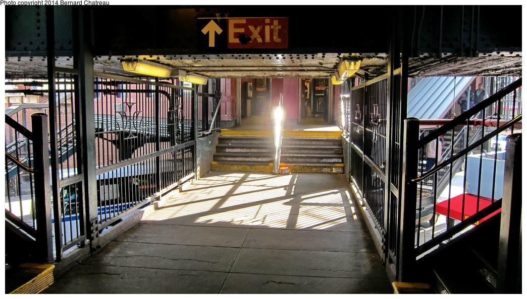 (303k, 1044x594)<br><b>Country:</b> United States<br><b>City:</b> New York<br><b>System:</b> New York City Transit<br><b>Line:</b> BMT Nassau Street/Jamaica Line<br><b>Location:</b> Myrtle Avenue <br><b>Photo by:</b> Bernard Chatreau<br><b>Date:</b> 4/11/2011<br><b>Viewed (this week/total):</b> 3 / 915