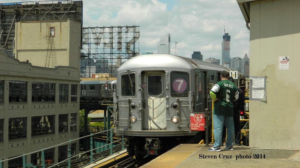 (233k, 1024x576)<br><b>Country:</b> United States<br><b>City:</b> New York<br><b>System:</b> New York City Transit<br><b>Line:</b> IRT Flushing Line<br><b>Location:</b> Queensborough Plaza <br><b>Route:</b> 7<br><b>Car:</b> R-62A (Bombardier, 1984-1987)   <br><b>Photo by:</b> Steven Cruz<br><b>Date:</b> 5/17/2014<br><b>Viewed (this week/total):</b> 0 / 1031