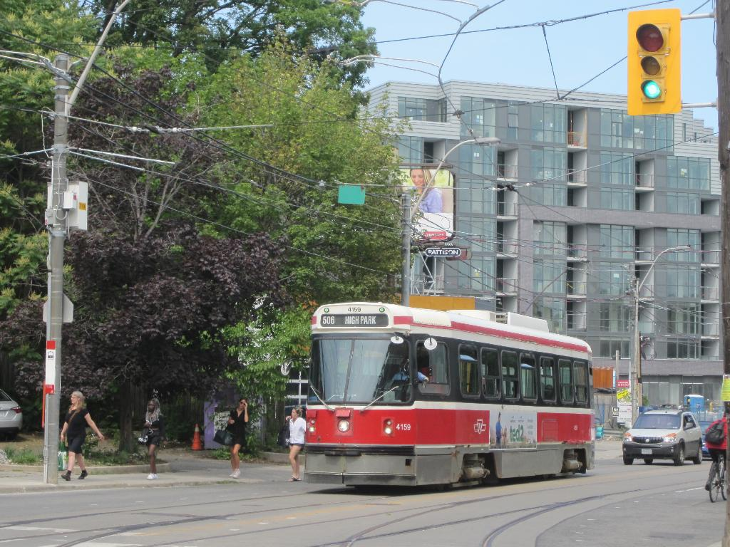 (166k, 1024x768)<br><b>Country:</b> Canada<br><b>City:</b> Toronto<br><b>System:</b> TTC<br><b>Line:</b> TTC 506-Carlton<br><b>Location:</b> Dundas/Howard Park<br><b>Car:</b> TTC CLRV 4159 <br><b>Photo by:</b> Collection of nycsubway.org<br><b>Date:</b> 7/3/2015<br><b>Notes:</b> Westbound, about to turn off Dundas onto Howard Park to reach High Park Loop.<br><b>Viewed (this week/total):</b> 0 / 459