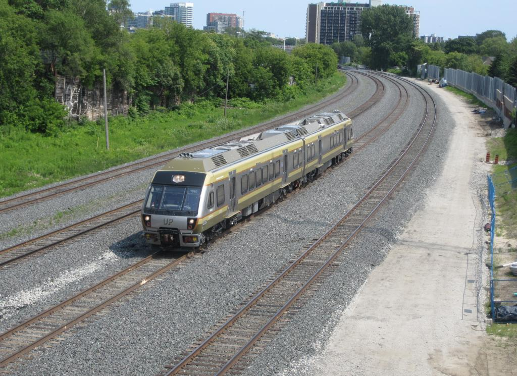 (171k, 1024x745)<br><b>Country:</b> Canada<br><b>City:</b> Toronto<br><b>System:</b> Union-Pearson Express<br><b>Photo by:</b> Collection of nycsubway.org <br><b>Date:</b> 7/3/2015<br><b>Notes:</b> Train to the airport approaching from Union. Lead car is 1010.<br><b>Viewed (this week/total):</b> 0 / 1131