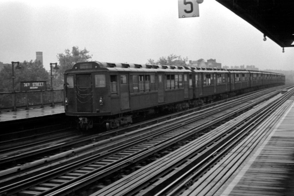 (208k, 1044x703)<br><b>Country:</b> United States<br><b>City:</b> New York<br><b>System:</b> New York City Transit<br><b>Line:</b> IRT Flushing Line<br><b>Location:</b> 74th Street/Broadway <br><b>Route:</b> 7<br><b>Car:</b> Low-V Worlds Fair 5676 <br><b>Collection of:</b> Joel Shanus<br><b>Date:</b> 1948<br><b>Viewed (this week/total):</b> 1 / 942