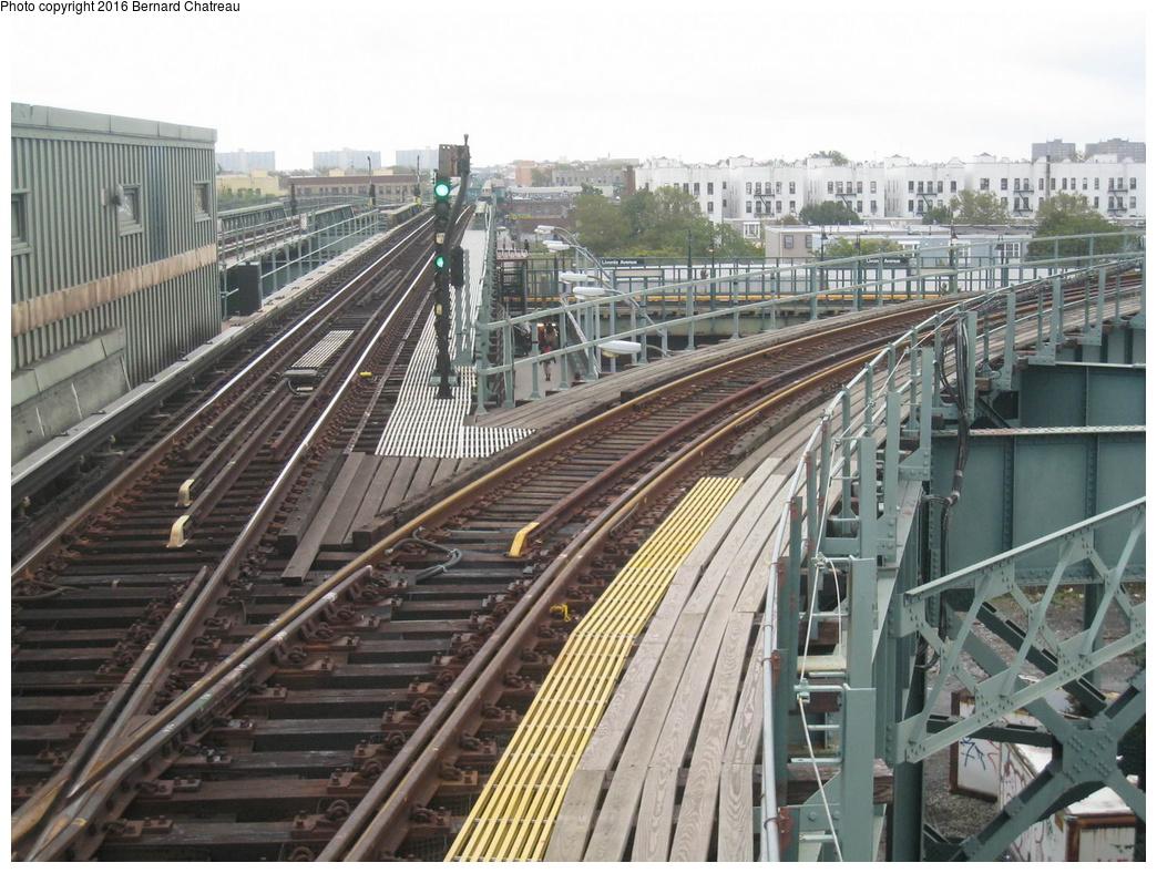 (363k, 1044x788)<br><b>Country:</b> United States<br><b>City:</b> New York<br><b>System:</b> New York City Transit<br><b>Line:</b> IRT Brooklyn Line<br><b>Location:</b> Junius Street <br><b>Photo by:</b> Bernard Chatreau<br><b>Date:</b> 9/28/2011<br><b>Viewed (this week/total):</b> 0 / 1077