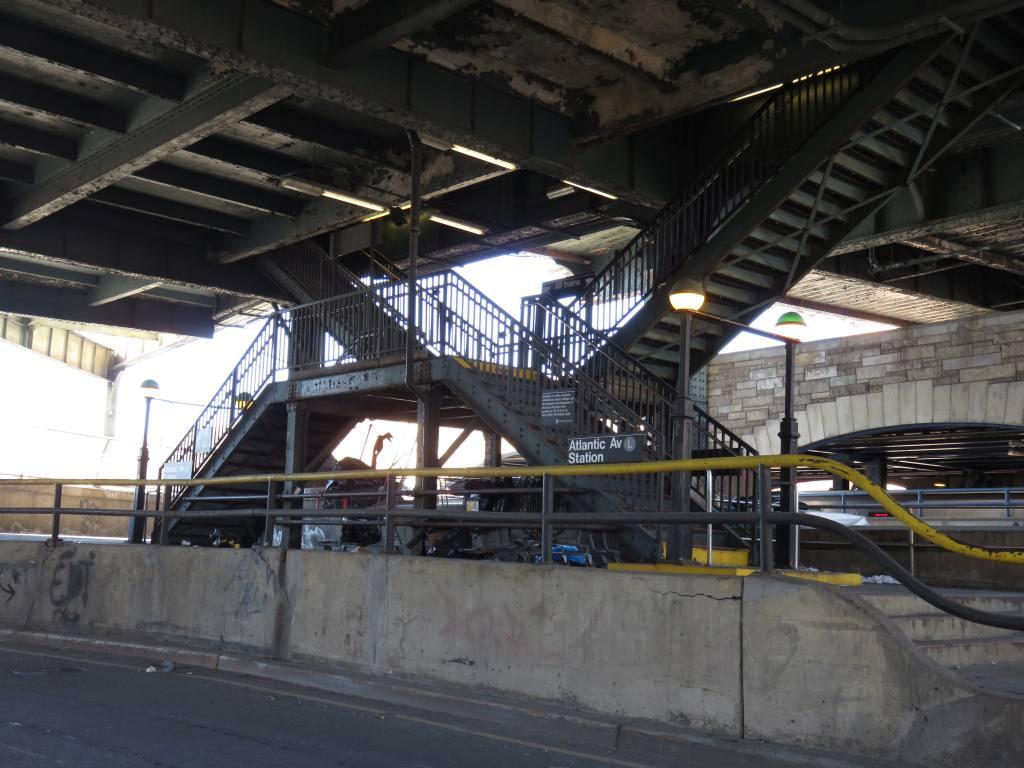 (124k, 1024x768)<br><b>Country:</b> United States<br><b>City:</b> New York<br><b>System:</b> New York City Transit<br><b>Line:</b> BMT Canarsie Line<br><b>Location:</b> Atlantic Avenue <br><b>Photo by:</b> Robbie Rosenfeld<br><b>Date:</b> 2/14/2016<br><b>Notes:</b> Station entrance.<br><b>Viewed (this week/total):</b> 8 / 1168