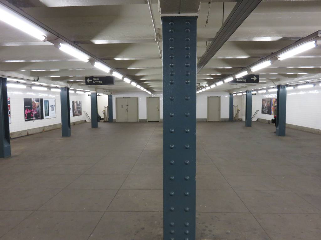 (77k, 1024x768)<br><b>Country:</b> United States<br><b>City:</b> New York<br><b>System:</b> New York City Transit<br><b>Line:</b> IND Crosstown Line<br><b>Location:</b> Broadway<br><b>Photo by:</b> Robbie Rosenfeld<br><b>Date:</b> 2/14/2016<br><b>Notes:</b> Mezzanine.<br><b>Viewed (this week/total):</b> 0 / 1230