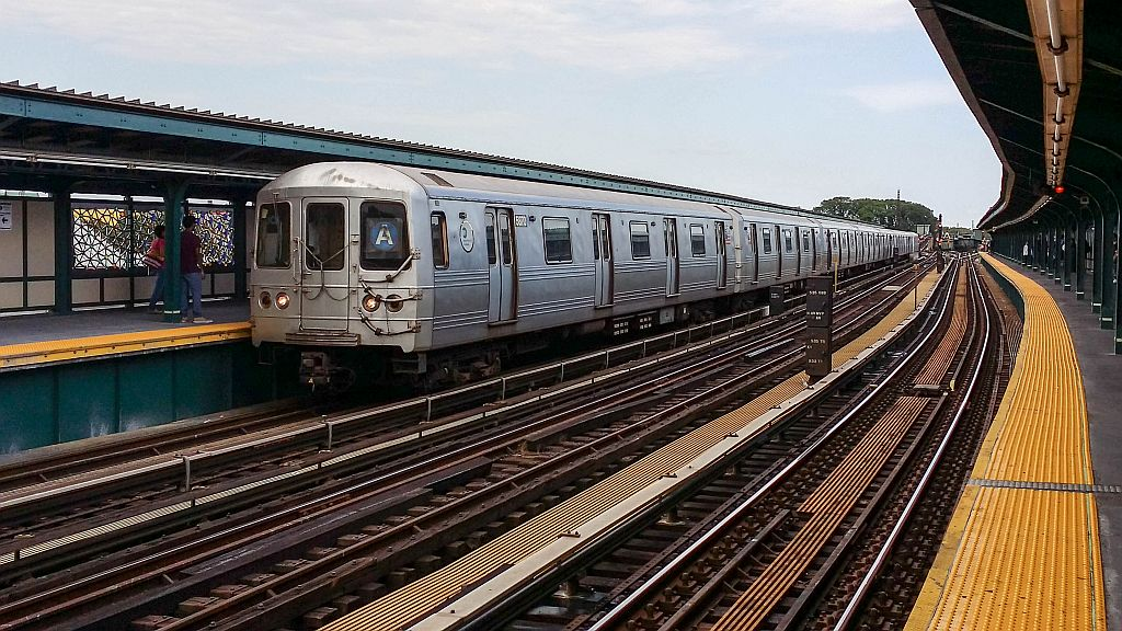 (202k, 1024x576)<br><b>Country:</b> United States<br><b>City:</b> New York<br><b>System:</b> New York City Transit<br><b>Line:</b> IND Fulton Street Line<br><b>Location:</b> Rockaway Boulevard <br><b>Route:</b> A<br><b>Car:</b> R-46 (Pullman-Standard, 1974-75) 5870 <br><b>Photo by:</b> John Barnes<br><b>Date:</b> 9/9/2015<br><b>Viewed (this week/total):</b> 0 / 576