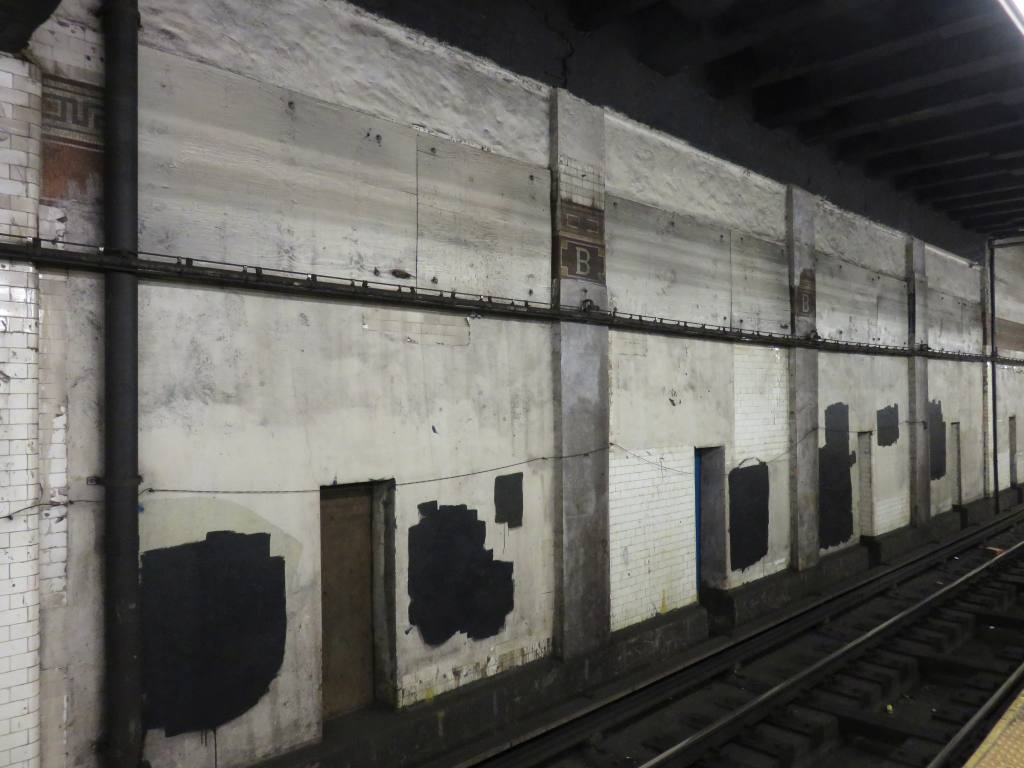 (102k, 1024x768)<br><b>Country:</b> United States<br><b>City:</b> New York<br><b>System:</b> New York City Transit<br><b>Line:</b> BMT Nassau Street/Jamaica Line<br><b>Location:</b> Bowery <br><b>Photo by:</b> Robbie Rosenfeld<br><b>Date:</b> 12/3/2015<br><b>Viewed (this week/total):</b> 0 / 1015