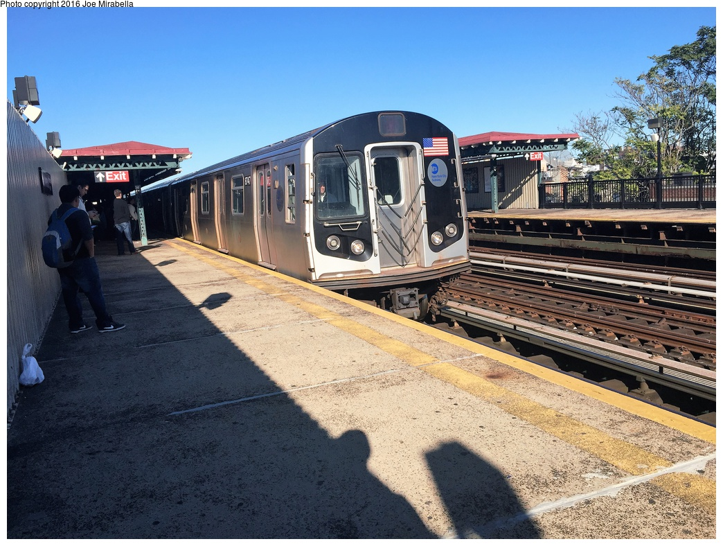 (405k, 1044x788)<br><b>Country:</b> United States<br><b>City:</b> New York<br><b>System:</b> New York City Transit<br><b>Line:</b> BMT Astoria Line<br><b>Location:</b> 36th/Washington Aves. <br><b>Route:</b> N<br><b>Car:</b> R-160B (Kawasaki, 2005-2008)  8747 <br><b>Photo by:</b> Joe Mirabella<br><b>Date:</b> 10/10/2015<br><b>Viewed (this week/total):</b> 1 / 627