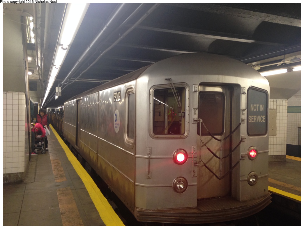 (231k, 1044x788)<br><b>Country:</b> United States<br><b>City:</b> New York<br><b>System:</b> New York City Transit<br><b>Line:</b> IND Crosstown Line<br><b>Location:</b> Bedford/Nostrand Aves. <br><b>Route:</b> Work Service<br><b>Car:</b> R-127/R-134 (Kawasaki, 1991-1996) EP009 <br><b>Photo by:</b> Nicholas Noel<br><b>Date:</b> 10/27/2015<br><b>Viewed (this week/total):</b> 4 / 723