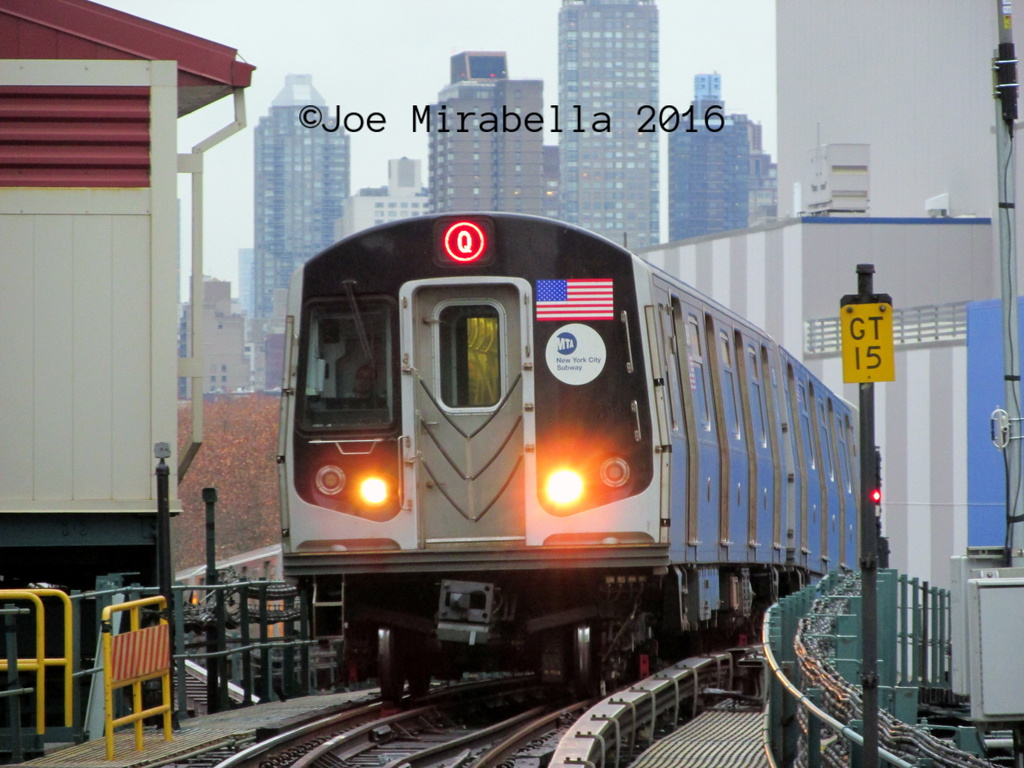 (294k, 1024x768)<br><b>Country:</b> United States<br><b>City:</b> New York<br><b>System:</b> New York City Transit<br><b>Line:</b> BMT Astoria Line<br><b>Location:</b> Queensborough Plaza <br><b>Route:</b> Q<br><b>Car:</b> R-160B (Option 1) (Kawasaki, 2008-2009)   <br><b>Photo by:</b> Joe Mirabella<br><b>Date:</b> 12/22/2015<br><b>Viewed (this week/total):</b> 3 / 1052