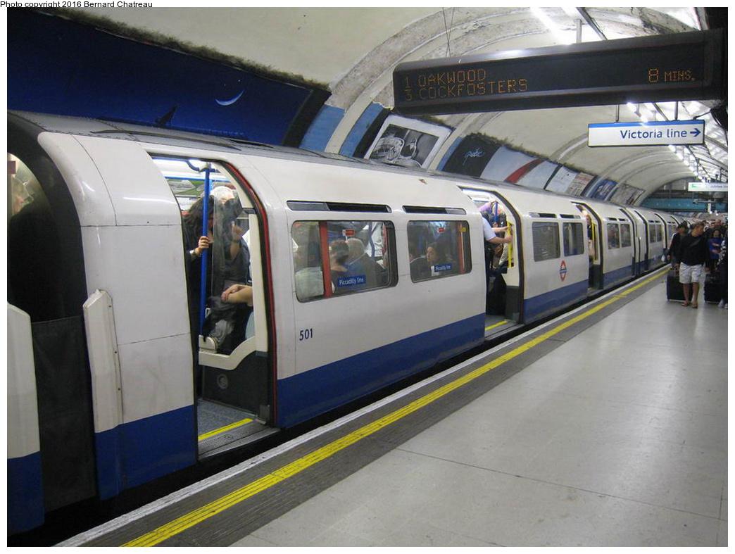 (281k, 1044x787)<br><b>Country:</b> United Kingdom<br><b>City:</b> London<br><b>System:</b> London Underground<br><b>Line:</b> Piccadilly<br><b>Location:</b> Green Park <br><b>Car:</b> 1973 Tube Stock 501 <br><b>Photo by:</b> Bernard Chatreau<br><b>Date:</b> 7/12/2008<br><b>Viewed (this week/total):</b> 0 / 296