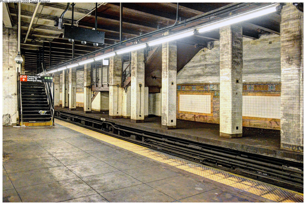 (267k, 1044x788)<br><b>Country:</b> United Kingdom<br><b>City:</b> London<br><b>System:</b> London Underground<br><b>Line:</b> Piccadilly<br><b>Location:</b> Knightsbridge <br><b>Car:</b> 1973 Tube Stock 861 <br><b>Photo by:</b> Bernard Chatreau<br><b>Date:</b> 7/12/2008<br><b>Viewed (this week/total):</b> 0 / 296