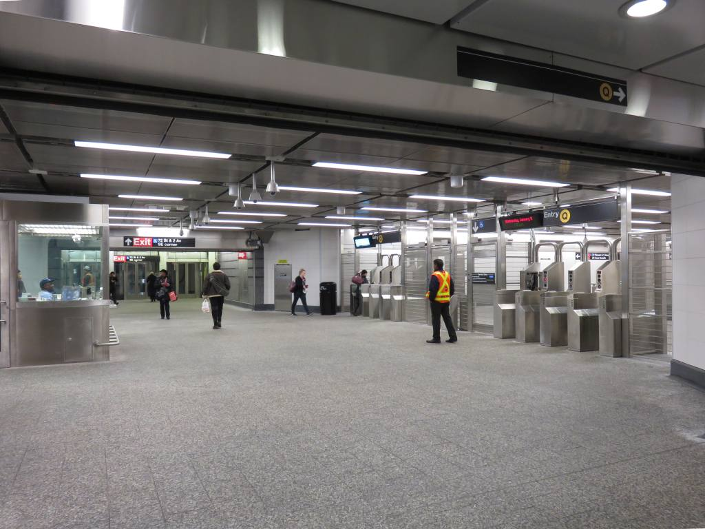 (115k, 1024x768)<br><b>Country:</b> United States<br><b>City:</b> New York<br><b>System:</b> New York City Transit<br><b>Line:</b> 2nd Avenue Subway<br><b>Location:</b> 72nd Street <br><b>Photo by:</b> Robbie Rosenfeld<br><b>Date:</b> 1/11/2017<br><b>Notes:</b> Mezzanine.<br><b>Viewed (this week/total):</b> 2 / 647