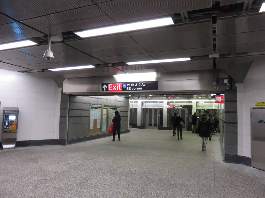 (114k, 1024x768)<br><b>Country:</b> United States<br><b>City:</b> New York<br><b>System:</b> New York City Transit<br><b>Line:</b> 2nd Avenue Subway<br><b>Location:</b> 72nd Street <br><b>Photo by:</b> Robbie Rosenfeld<br><b>Date:</b> 1/11/2017<br><b>Notes:</b> Mezzanine.<br><b>Viewed (this week/total):</b> 0 / 681