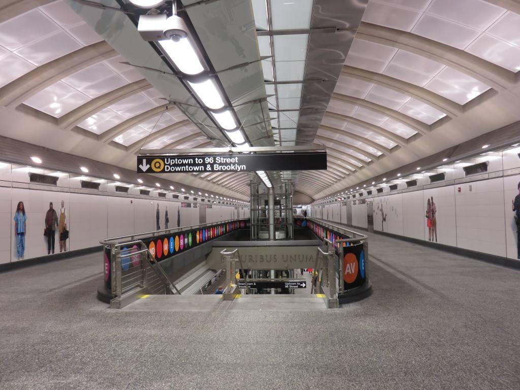 (135k, 1024x768)<br><b>Country:</b> United States<br><b>City:</b> New York<br><b>System:</b> New York City Transit<br><b>Line:</b> 2nd Avenue Subway<br><b>Location:</b> 72nd Street <br><b>Photo by:</b> Robbie Rosenfeld<br><b>Date:</b> 1/11/2017<br><b>Notes:</b> Mezzanine.<br><b>Viewed (this week/total):</b> 1 / 576