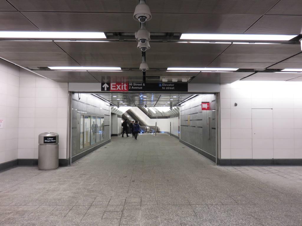 (101k, 1024x768)<br><b>Country:</b> United States<br><b>City:</b> New York<br><b>System:</b> New York City Transit<br><b>Line:</b> 2nd Avenue Subway<br><b>Location:</b> 86th Street <br><b>Photo by:</b> Robbie Rosenfeld<br><b>Date:</b> 1/11/2017<br><b>Notes:</b> Mezzanine.<br><b>Viewed (this week/total):</b> 0 / 654