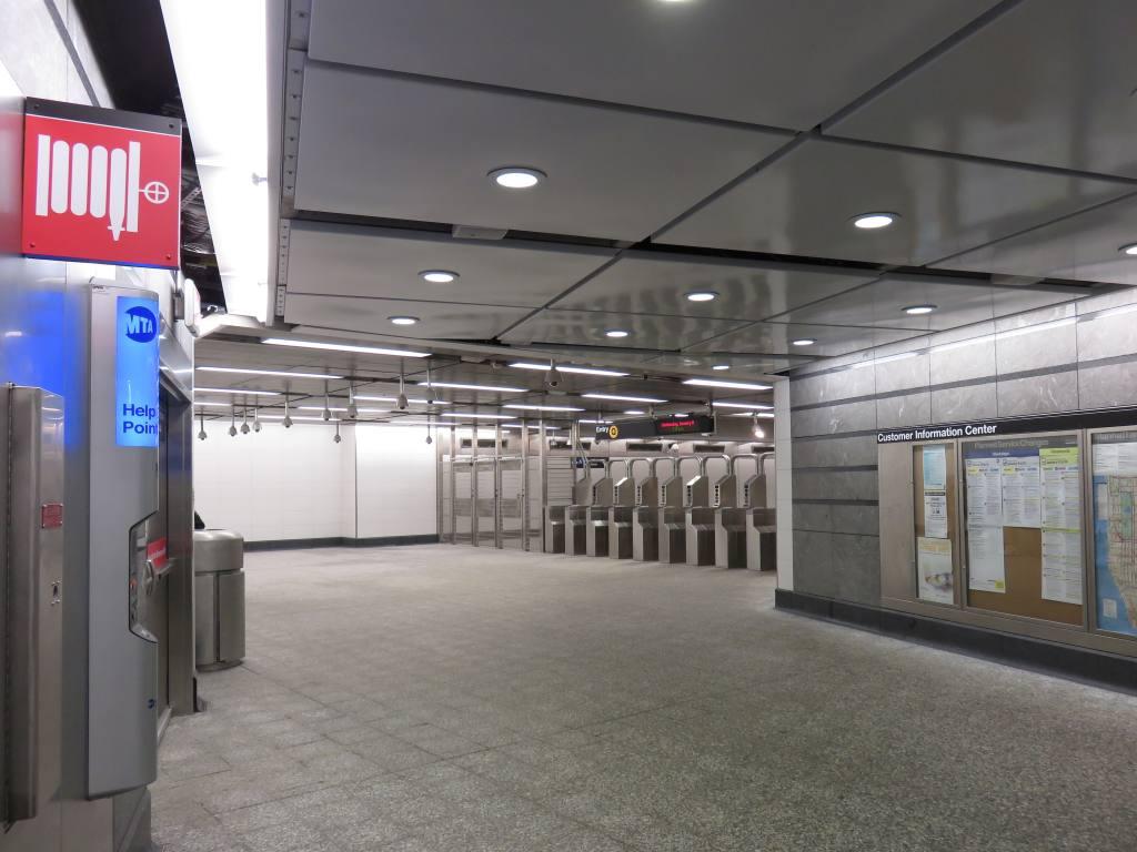 (107k, 1024x768)<br><b>Country:</b> United States<br><b>City:</b> New York<br><b>System:</b> New York City Transit<br><b>Line:</b> 2nd Avenue Subway<br><b>Location:</b> 86th Street <br><b>Photo by:</b> Robbie Rosenfeld<br><b>Date:</b> 1/11/2017<br><b>Notes:</b> Mezzanine.<br><b>Viewed (this week/total):</b> 2 / 627