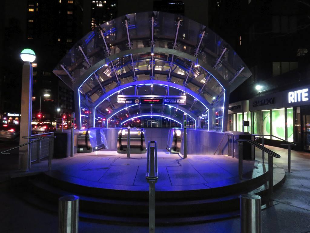 (109k, 1024x768)<br><b>Country:</b> United States<br><b>City:</b> New York<br><b>System:</b> New York City Transit<br><b>Line:</b> 2nd Avenue Subway<br><b>Location:</b> 96th Street <br><b>Photo by:</b> Robbie Rosenfeld<br><b>Date:</b> 1/11/2017<br><b>Notes:</b> Entrance.<br><b>Viewed (this week/total):</b> 3 / 875