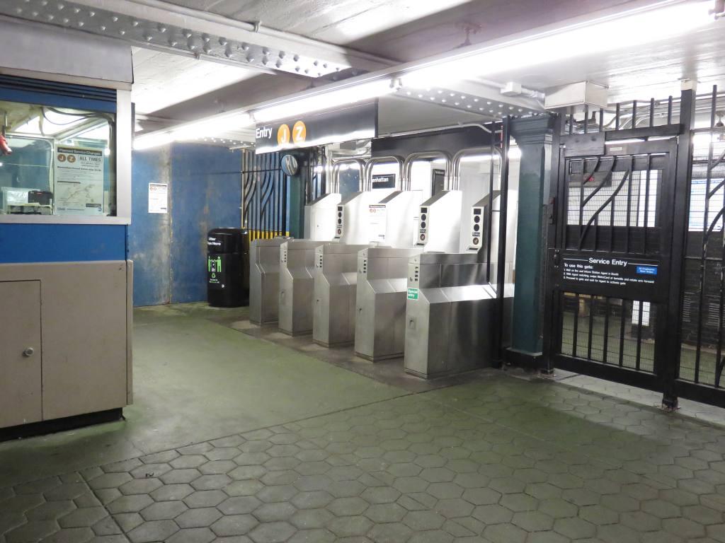 (108k, 1024x768)<br><b>Country:</b> United States<br><b>City:</b> New York<br><b>System:</b> New York City Transit<br><b>Line:</b> BMT Nassau Street-Jamaica Line<br><b>Location:</b> 121st Street<br><b>Photo by:</b> Robbie Rosenfeld<br><b>Date:</b> 2/23/2017<br><b>Viewed (this week/total):</b> 1 / 746