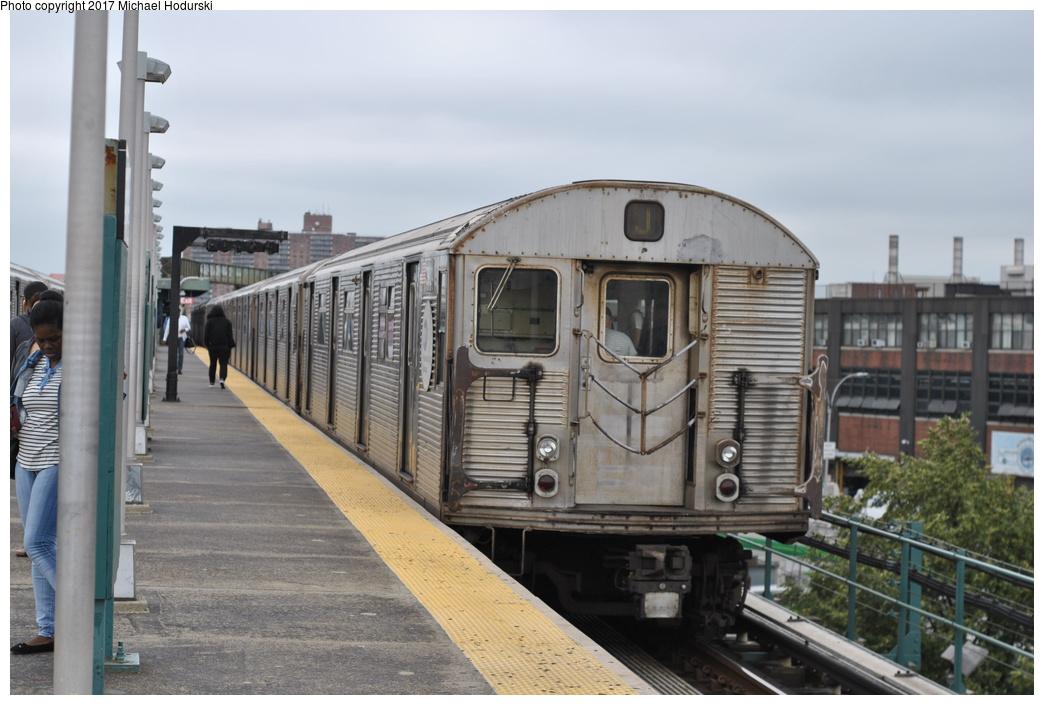 (257k, 1044x705)<br><b>Country:</b> United States<br><b>City:</b> New York<br><b>System:</b> New York City Transit<br><b>Line:</b> BMT Nassau Street-Jamaica Line<br><b>Location:</b> Alabama Avenue<br><b>Route:</b> J<br><b>Car:</b> R-32 (Budd, 1964) 3924 <br><b>Photo by:</b> Michael Hodurski<br><b>Date:</b> 7/25/2017<br><b>Viewed (this week/total):</b> 1 / 722