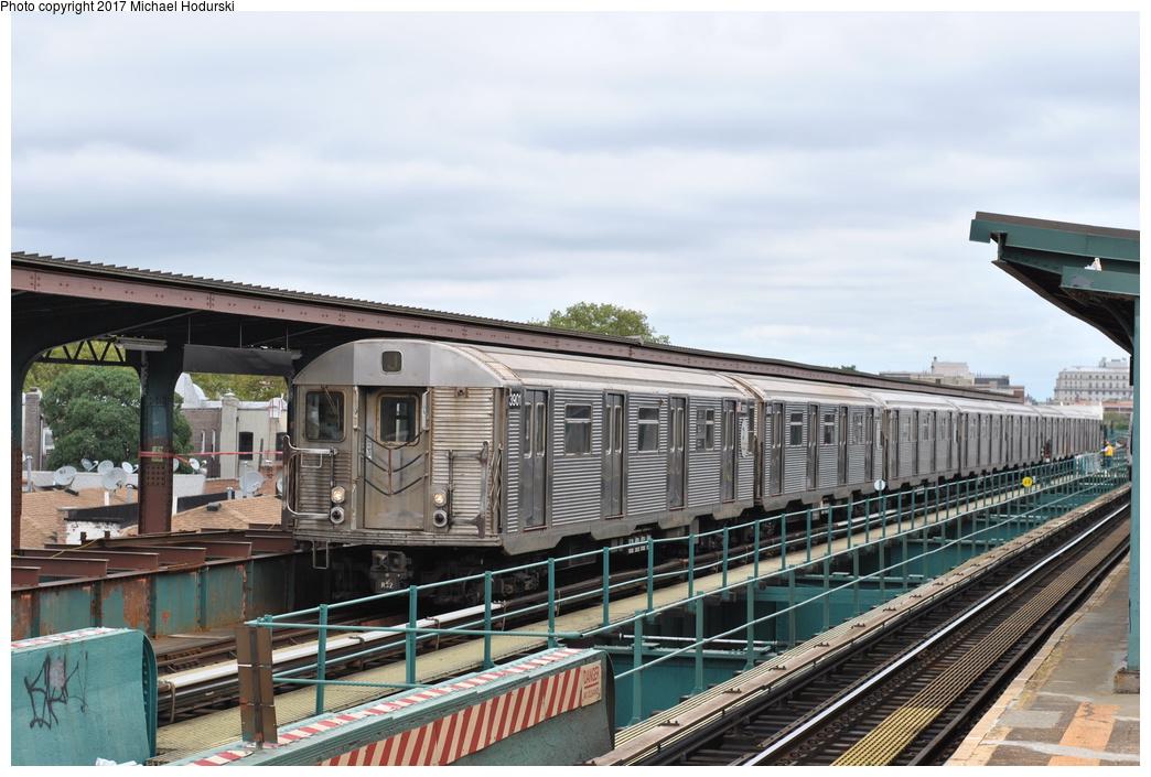 (286k, 1044x705)<br><b>Country:</b> United States<br><b>City:</b> New York<br><b>System:</b> New York City Transit<br><b>Line:</b> BMT Nassau Street/Jamaica Line<br><b>Location:</b> 121st Street <br><b>Route:</b> J<br><b>Car:</b> R-32 (Budd, 1964)  3901 <br><b>Photo by:</b> Michael Hodurski<br><b>Date:</b> 7/25/2017<br><b>Viewed (this week/total):</b> 4 / 792