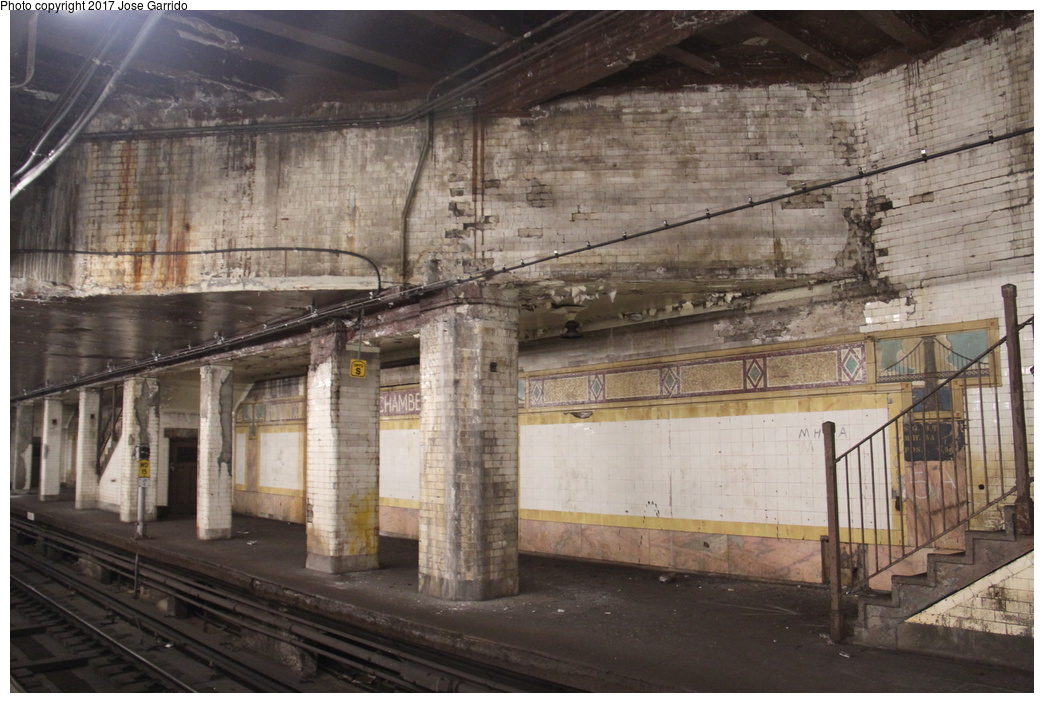 (320k, 1044x703)<br><b>Country:</b> United States<br><b>City:</b> New York<br><b>System:</b> New York City Transit<br><b>Line:</b> BMT Nassau Street/Jamaica Line<br><b>Location:</b> Chambers Street <br><b>Photo by:</b> Jose Garrido<br><b>Date:</b> 10/28/2016<br><b>Viewed (this week/total):</b> 0 / 922