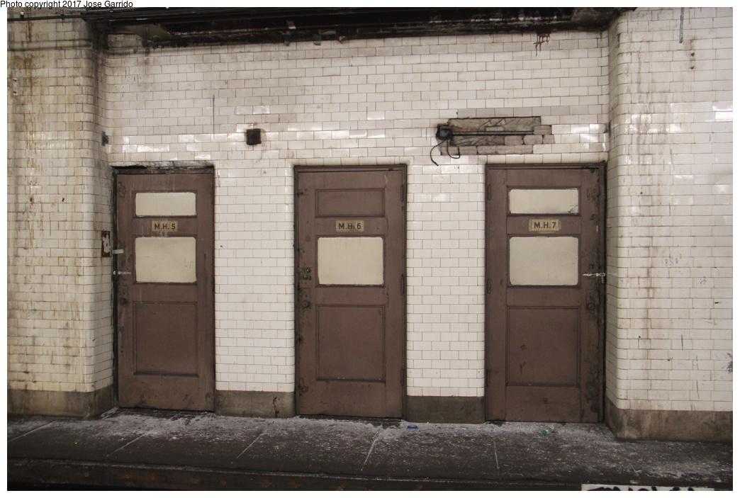 (281k, 1044x703)<br><b>Country:</b> United States<br><b>City:</b> New York<br><b>System:</b> New York City Transit<br><b>Line:</b> BMT Nassau Street/Jamaica Line<br><b>Location:</b> Chambers Street <br><b>Photo by:</b> Jose Garrido<br><b>Date:</b> 10/28/2016<br><b>Viewed (this week/total):</b> 4 / 963