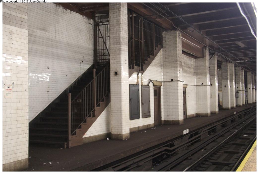 (270k, 1044x703)<br><b>Country:</b> United States<br><b>City:</b> New York<br><b>System:</b> New York City Transit<br><b>Line:</b> BMT Nassau Street/Jamaica Line<br><b>Location:</b> Chambers Street <br><b>Photo by:</b> Jose Garrido<br><b>Date:</b> 10/28/2016<br><b>Viewed (this week/total):</b> 1 / 859