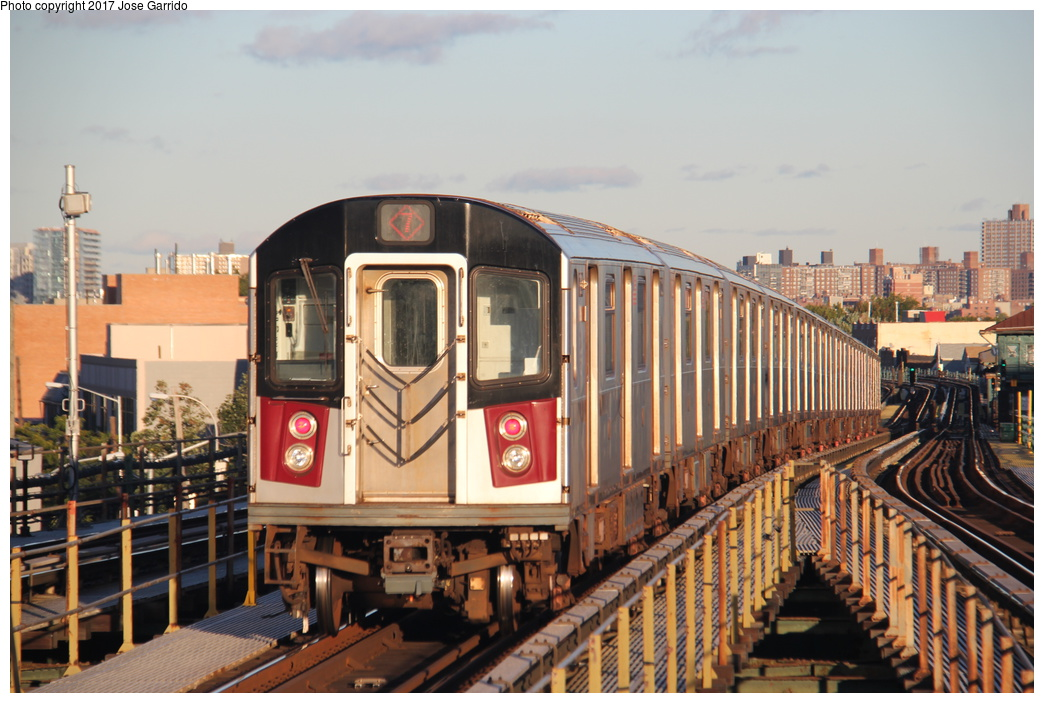 (320k, 1044x703)<br><b>Country:</b> United States<br><b>City:</b> New York<br><b>System:</b> New York City Transit<br><b>Line:</b> IRT Flushing Line<br><b>Location:</b> Junction Boulevard <br><b>Route:</b> 7<br><b>Car:</b> R-188 (R-142A Conversion, Kawasaki, 1999-2002) 7221 <br><b>Photo by:</b> Jose Garrido<br><b>Date:</b> 10/28/2016<br><b>Viewed (this week/total):</b> 2 / 664