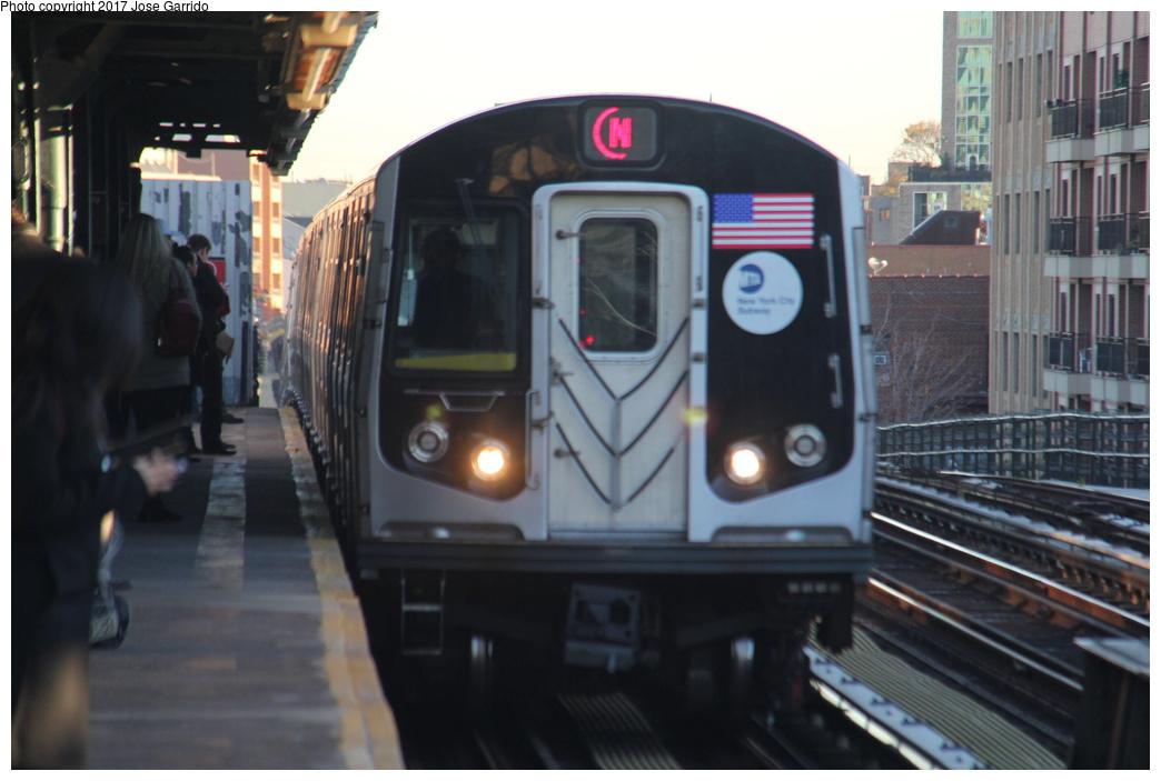 (244k, 1044x703)<br><b>Country:</b> United States<br><b>City:</b> New York<br><b>System:</b> New York City Transit<br><b>Line:</b> BMT Astoria Line<br><b>Location:</b> Broadway <br><b>Route:</b> N<br><b>Car:</b> R-160A-2 (Alstom, 2005-2008, 5 car sets)  8692 <br><b>Photo by:</b> Jose Garrido<br><b>Date:</b> 11/8/2016<br><b>Viewed (this week/total):</b> 1 / 463