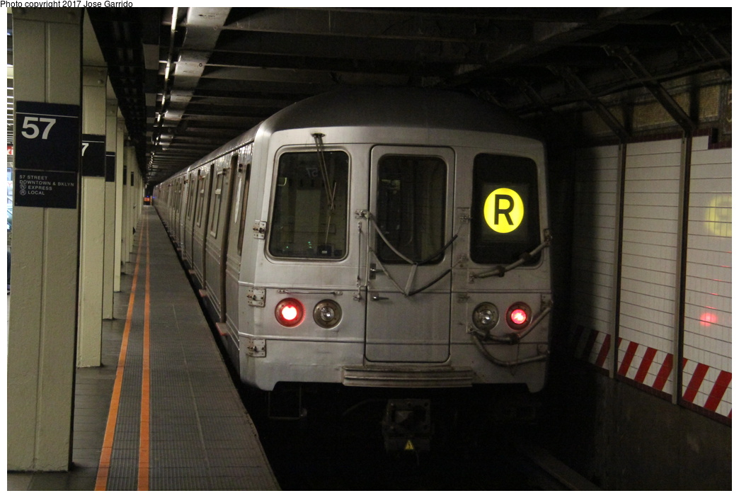 (254k, 1044x703)<br><b>Country:</b> United States<br><b>City:</b> New York<br><b>System:</b> New York City Transit<br><b>Line:</b> BMT Broadway Line<br><b>Location:</b> 57th Street <br><b>Route:</b> R<br><b>Car:</b> R-46 (Pullman-Standard, 1974-75) 5556 <br><b>Photo by:</b> Jose Garrido<br><b>Date:</b> 11/8/2016<br><b>Viewed (this week/total):</b> 2 / 656