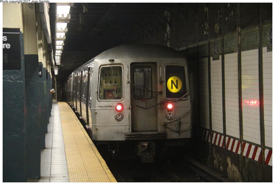 (267k, 1044x703)<br><b>Country:</b> United States<br><b>City:</b> New York<br><b>System:</b> New York City Transit<br><b>Line:</b> BMT Broadway Line<br><b>Location:</b> Times Square/42nd Street <br><b>Route:</b> N<br><b>Car:</b> R-68 (Westinghouse-Amrail, 1986-1988)  2772 <br><b>Photo by:</b> Jose Garrido<br><b>Date:</b> 11/8/2016<br><b>Viewed (this week/total):</b> 4 / 732