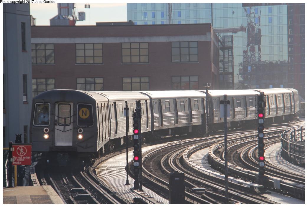 (310k, 1044x703)<br><b>Country:</b> United States<br><b>City:</b> New York<br><b>System:</b> New York City Transit<br><b>Line:</b> BMT Astoria Line<br><b>Location:</b> 39th/Beebe Aves. <br><b>Route:</b> N<br><b>Car:</b> R-68 (Westinghouse-Amrail, 1986-1988)  2914 <br><b>Photo by:</b> Jose Garrido<br><b>Date:</b> 11/8/2016<br><b>Viewed (this week/total):</b> 0 / 563
